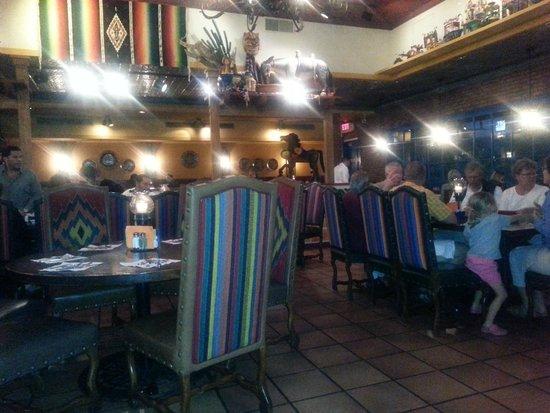 Casa De Pico: Bright, pleasant decor with tables....