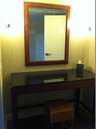 Embassy Suites by Hilton Boston / Waltham: Vanity