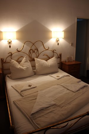 Hotel Laimer Hof: room.