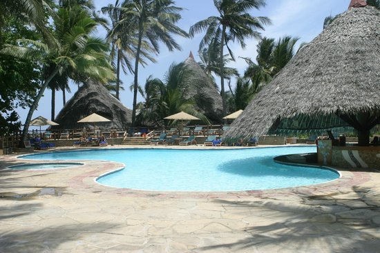 Pinewood Beach Resort & Spa: Pinewood Beach Spa & Resort pool