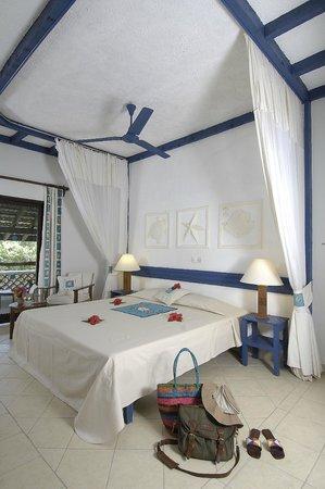 Pinewood Beach Resort & Spa: De Lux Bedroom