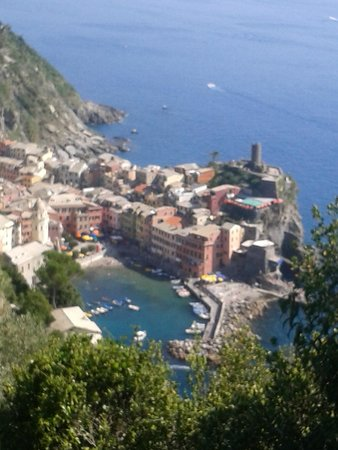Cinque Terre Travel Guide - Five Lands and Italian Riviera Tour Specialist: Vernazza from the trail