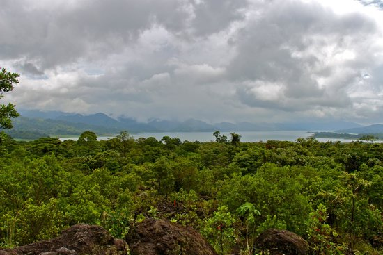 Arenal Volcano (Volcan Arenal) : view of Arenal Lake