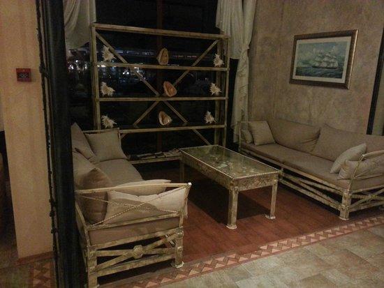 Alba Hotel: Лобби