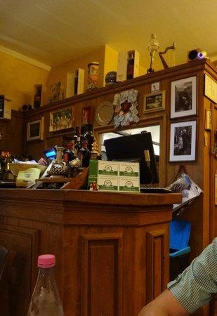 Cinque di Vino: the bar area