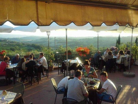 Montespertoli, Italia: ampia terrazza con vista panoramica mozzafiato