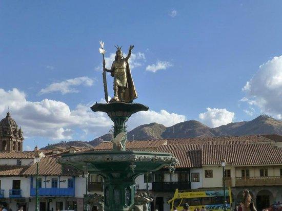 Plaza de Armas: Monumento del Inca Pachacutec