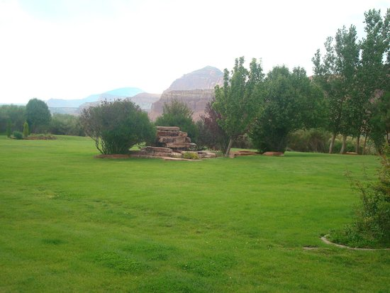 Capitol Reef Resort : The back garden
