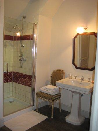 Le Clos de la Chesneraie: salle de bain de la chambre Colette