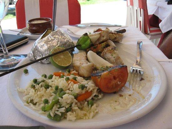 La Paella: Brocheta de pescado