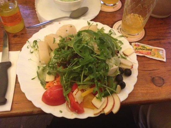 Apfelwein Wagner: Excellent Salad