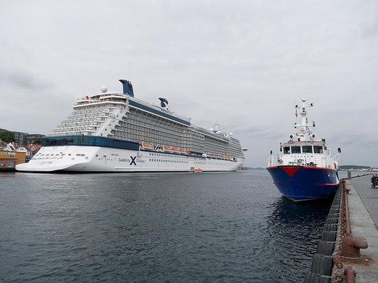 Hansen Hjornet: Celebrity Eclipse moored up just along the quayside