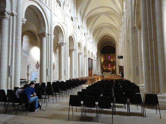 Abbaye aux Dames: Dentro