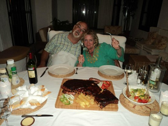 Casares Bed & Breakfast: Here we are with Rogers superb tasty ribs