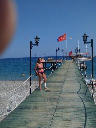Queen's Park Le Jardin Resort: ponton sur la mer
