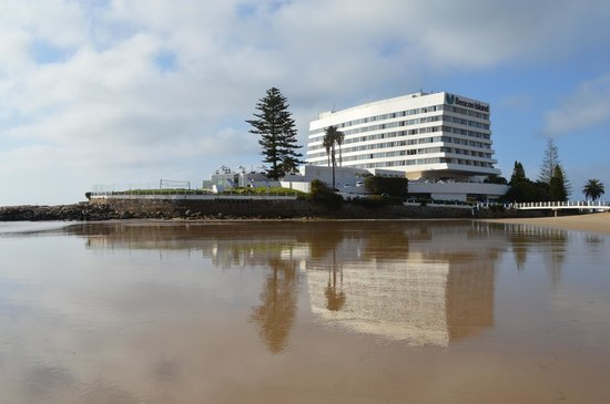 Beacon Island Resort: View of the hotel from Central Beach