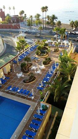 Las Arenas Hotel : Vue sur piscine et  mer de la chambre de l hotel las arénas