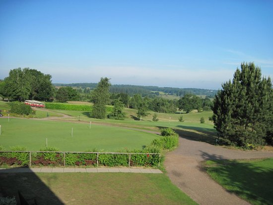 Wensum Valley Hotel Golf and Country Club: Practice Green & 18th Green Wensum Course