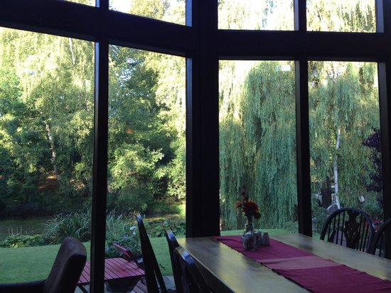 Willowbeck Lodge: View from dining room to garden