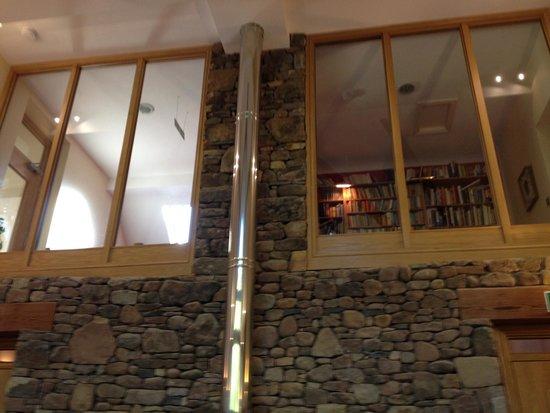 Willowbeck Lodge: living room log fire