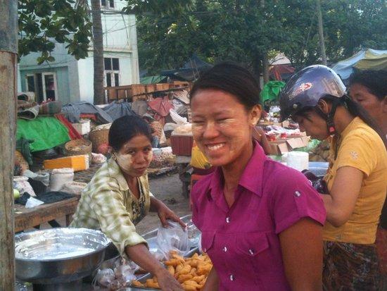 هوتل ياداناربون: morning market