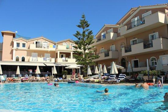 هوتل كونتيسينا: view from a lounger by the pool