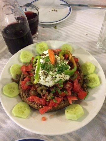 Kynigos: Dakos avec fromage de Milos