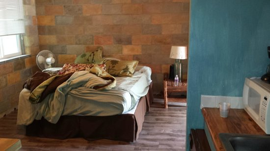 Tumbling Waters Inn: This is our second room,nicest room in the place, although only 90% finished