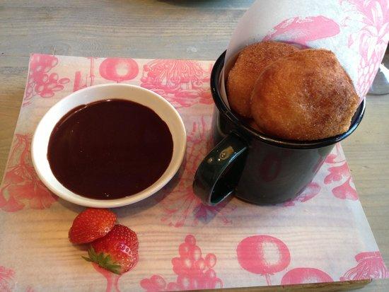 Bill's Leamington Spa: Hot Sugar Doughnuts with chocolate sauce & Strawberries.