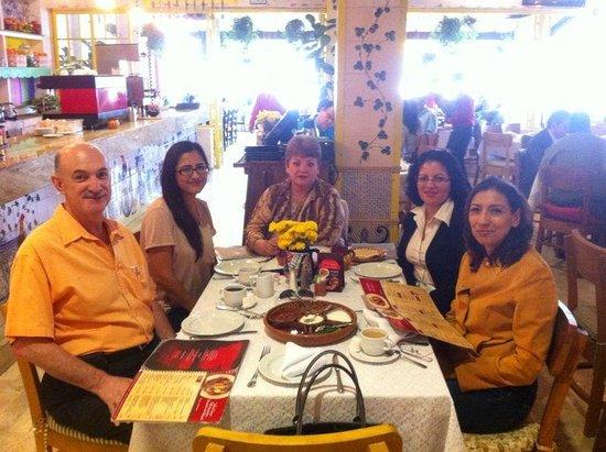 Los Chilaquiles Restaurante: Con mis colaboradoras