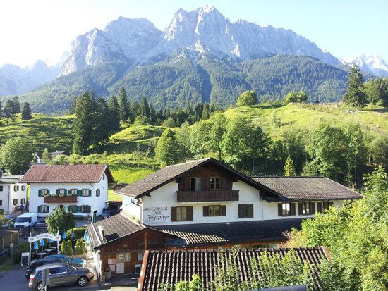 QH Hotel: View of Zugspitze from Grainau