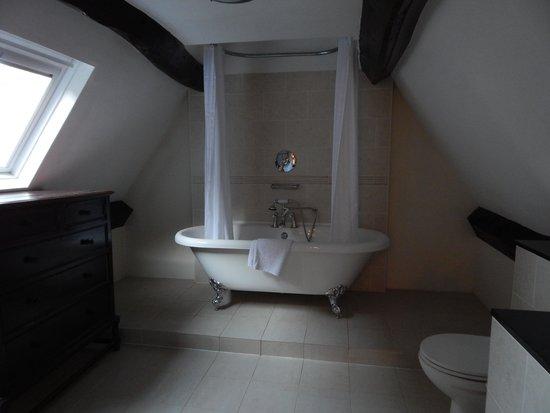 Charingworth Manor: Wonderful clawfoot tub
