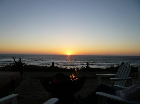 The Coho Oceanfront Lodge: Perfect spot for romantic sunsets.