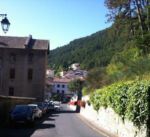 Hotel Le Tivoli: View of hotel from near citadel