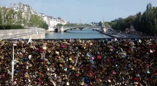 La Villa Paris : You must visit the bridge of locks, near the Notre Dame :D