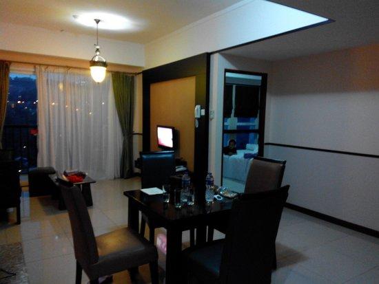 Marbella Suites Bandung: kamar gaya penthouse marbella suite