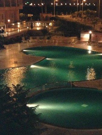 Ryad Mogador Kasbah : piscina di sera