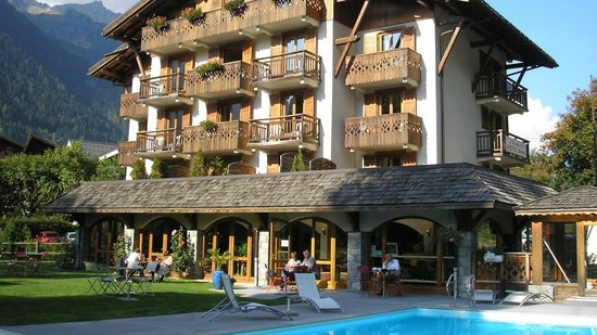 Hotel L'Oustalet : rear view of hotel