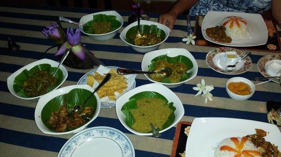 Shangri-Lanka Villa: Curry Feast, mmmm
