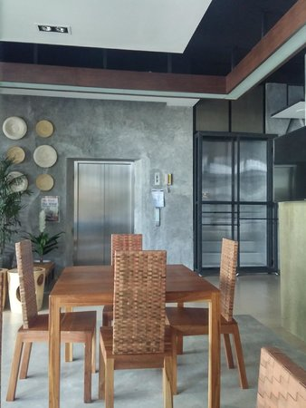 Patong Signature Boutique Hotel: dining area