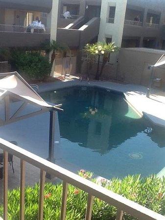 Best Western InnSuites Yuma Mall Hotel & Suites: poolside