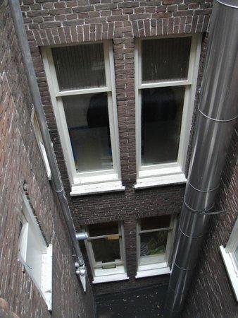 Alp Hotel Amsterdam: Patio interior