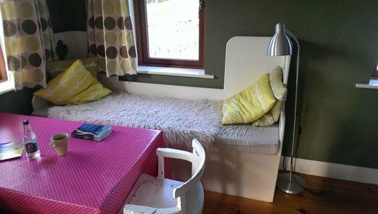 Ard Nahoo: Cabin interior