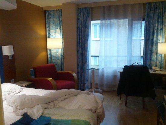 Hotelli Cumulus Koskikatu : Interno camera al terzo piano.