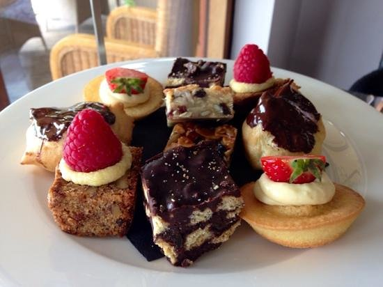 The Bay Restaurant : Cakes with afternoon tea