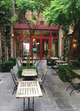 Hotel Acacia : The outdoor coffee area