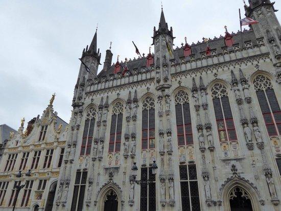 Burg : 市庁舎です。