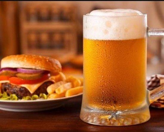 Taverna degli Scudi Birreria-Steakhouse: hamburger di Fassona Piemontese e  Augustiner Ederstoff