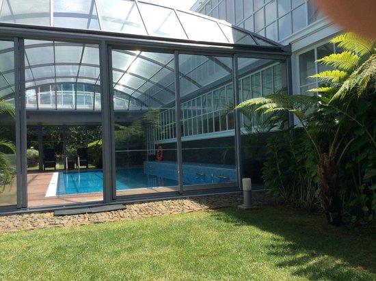 PortoBay Serra Golf: pool with verandah...can be hot in summer!