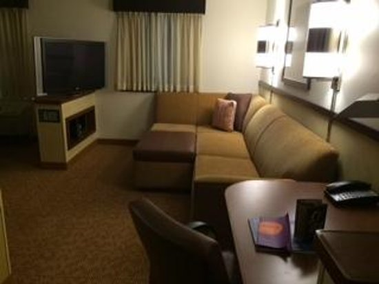 Hyatt Place South Bend/Mishawaka: HUGE living area in room